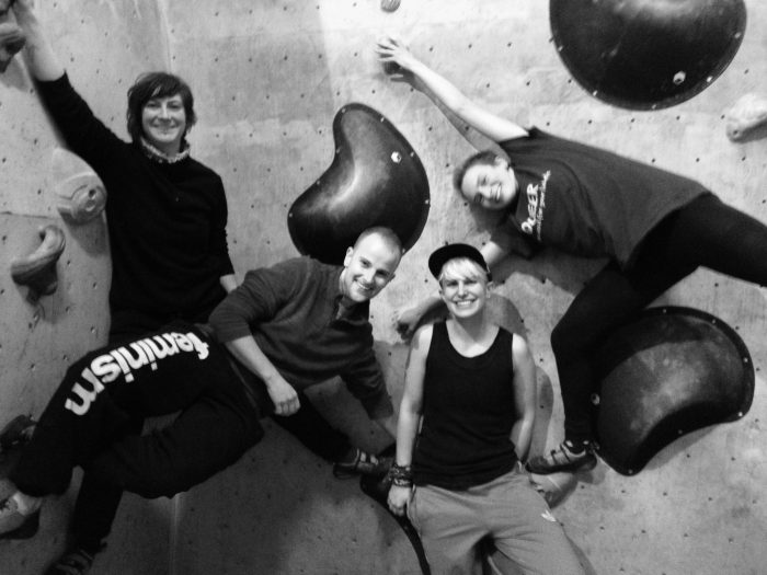 Happy faces in the beginners' bouldering course. Photo credit: queerclimb archive.