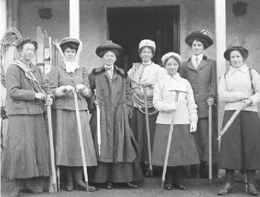 Ladies_Scottish_Climbing_Club_1909